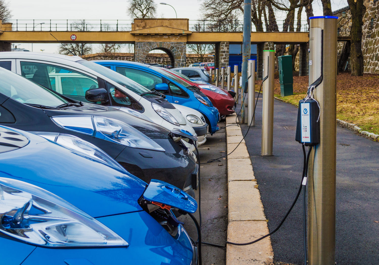 With Norway In Lead Europe Set For Surge Electric Vehicles How To Build A Tesla 4 Battery Switch The Green Optimistic Street Side Charging Stations Oslo