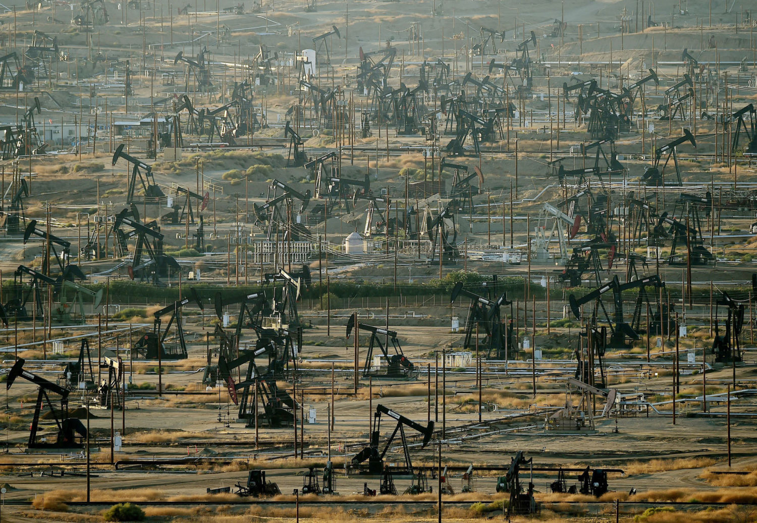 Why Does Green California Pump the Dirtiest Oil in the U S ? - Yale E360