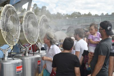 Sweltering temperatures in Australia in January 2017 forced attendees at the Sydney International tennis tournament to cool off at fans.