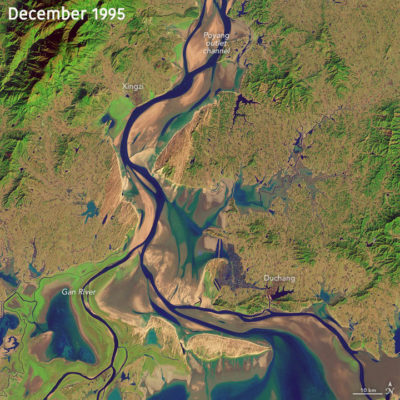 Satellite images from 1995 and 2013 show the impact of sand mining on the waterway connecting China's Poyang Lake and the Yangtze River.