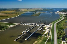 Locks and dams on modern Mississippi River